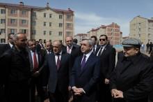 Հանրապետության ղեկավարը զրուցել է Գյումրու «Մուշ 2» թաղամասի բնակիչների հետ