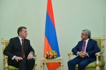 THE NEWLY APPOINTED AMBASSADOR OF AUSTRALIA PRESENTED HIS CREDENTIALS TO PRESIDENT SERZH SARGSYAN