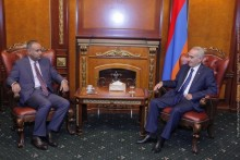 Galust Sahakyan Receives Ambassador of Kuwait