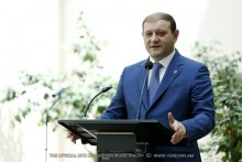 """Mayor Taron Margaryan handed thanksgiving diplomas to Yerevan families participated in """"Best sport family 2016""""competition"""