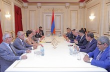 Galust Sahakyan Receives Socialist Party Delegation in National Assembly of France