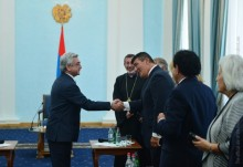 PRESIDENT SERZH SARGSYAN RECEIVES ARMENIAN RELIEF FUND DELEGATION