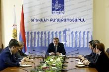 В мэрии Еревана состоялось обсуждение организации работы платных автостоянок