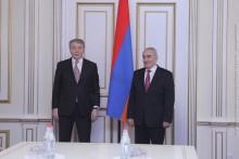 Galust Sahakyan Receives Delegation Led by Leonid Kalashnikov