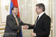 Премьер-министр и посол США обсудили сотрудничество в сфере борьбы с коррупцией