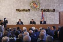 Премьер-министр с руководителями общин Вайоц Дзорской и Араратской областей обсудил перспективы развития области: направим средства на те программы, которые с минимальными затратами дадут ма