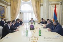 Премьер-министр с представителями крупных организаций – производителей и импортеров обсудил касающиеся их деятельности вопросы