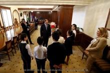 Мэр Еревана Тарон Маргарян принял столичных школьников