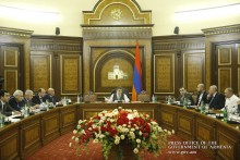PM meets with businessmen from 6 Marzes who have submitted 11 investment programs