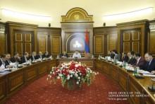 У Премьер-министра обсужден ход выполнения программы Правительства РА