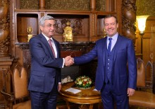PRESIDENT SERZH SARGSYAN MET WITH THE CHAIRMAN OF THE RF GOVERNMENT DMITRY MEDVEDEV