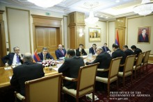 Karen Karapetyan Meets with Members of Turkmen Government in Ashgabat