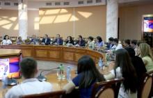 ՀՀԿ ԵԿ ամառային քաղաքական դպրոցի սաները հանդիպում են ունեցել ՀՀ պաշտպանության նախարարի  հետ
