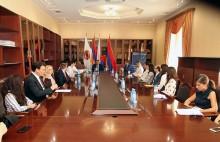 IYDU պատվիրակները հանդիպում են ՀՀԿ գործիչների հետ