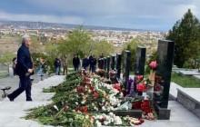 Սերժ Սարգսյանը Եռաբլուրում հարգանքի տուրք է մատուցել ապրիլյան քառօրյա պատերազմի հերոսների հիշատակին