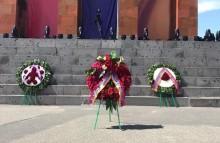 От имени Сержа Саргсяна возложен венок к памятнику Сардарапатской битвы