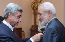 Third President of the Republic of Armenia Serzh Sargsyan congratulates poet Razmik Davoyan on 80th birth anniversary