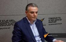 Հայաստանում գտնվող ադրբեջանցիներին ռուս խաղաղապահները կրակելո՞վ, մարտական գործողությա՞մբ են քշելու. Արտակ Զաքարյան