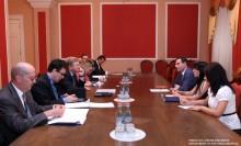 ԵՄ ընդլայնման եւ եվրոպական հարեւանության քաղաքականության հարցերով հանձնակատար Շտեֆան Ֆյուլեի գլխավորած պատվիրակությանը` ԱԺ-ում