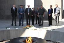 ԳԴՀ Բունդեսթագի փոխնախագահ Վոլֆգանգ Թիրզեն այցելեց Հայոց մեծ եղեռնի հուշահամալիր