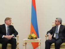 Серж Саргсян принял министра иностранных дел Литовской Республики Аудрониуса Ажубалиса