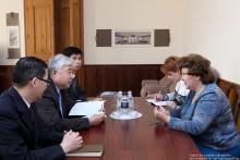 ԱԺ փոխնախագահը հանդիպեց ՀՀ-ում ՉԺՀ դեսպանի հետ