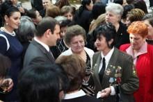 Երևանի քաղաքապետը շնորհավորել է ազատամարտիկների կանանց և մայրերին