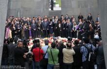 24.04.2012 Հարգանքի տուրք` Ցեղասպանության անմեղ զոհերի հիշատակին