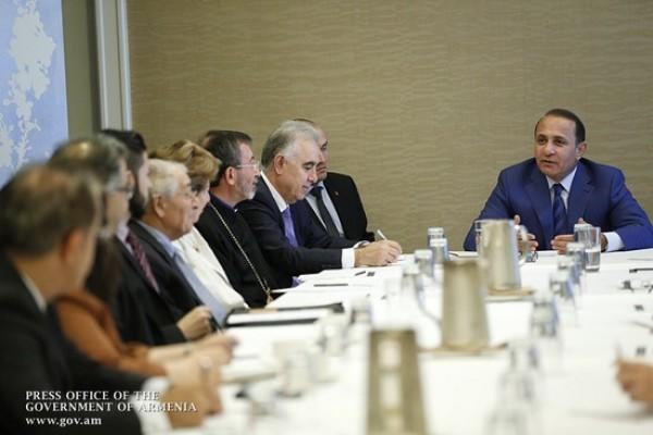 PM Meets Armenian Community Representatives in Washington / News